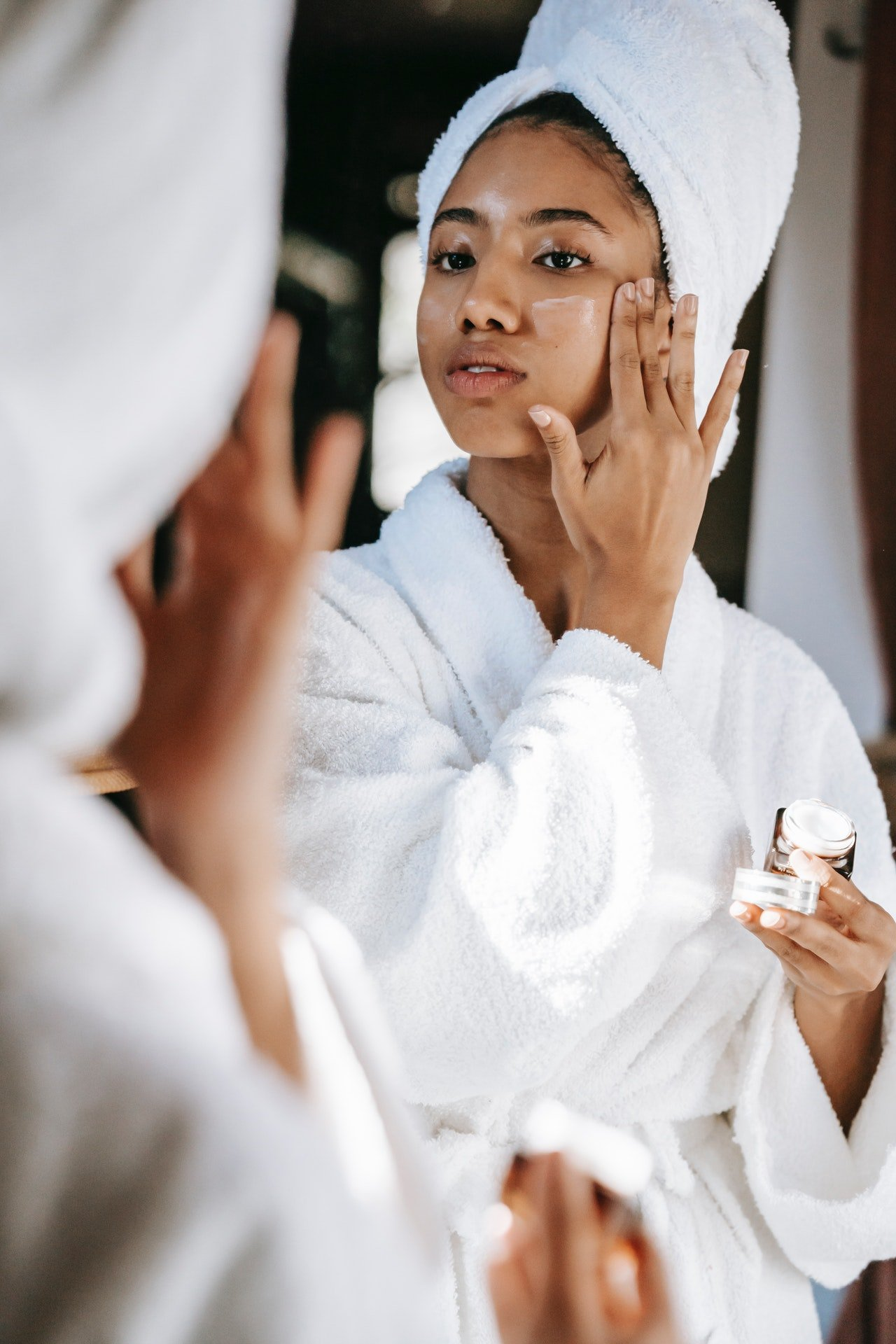 Using CBD beauty products as a Facelift Therapy